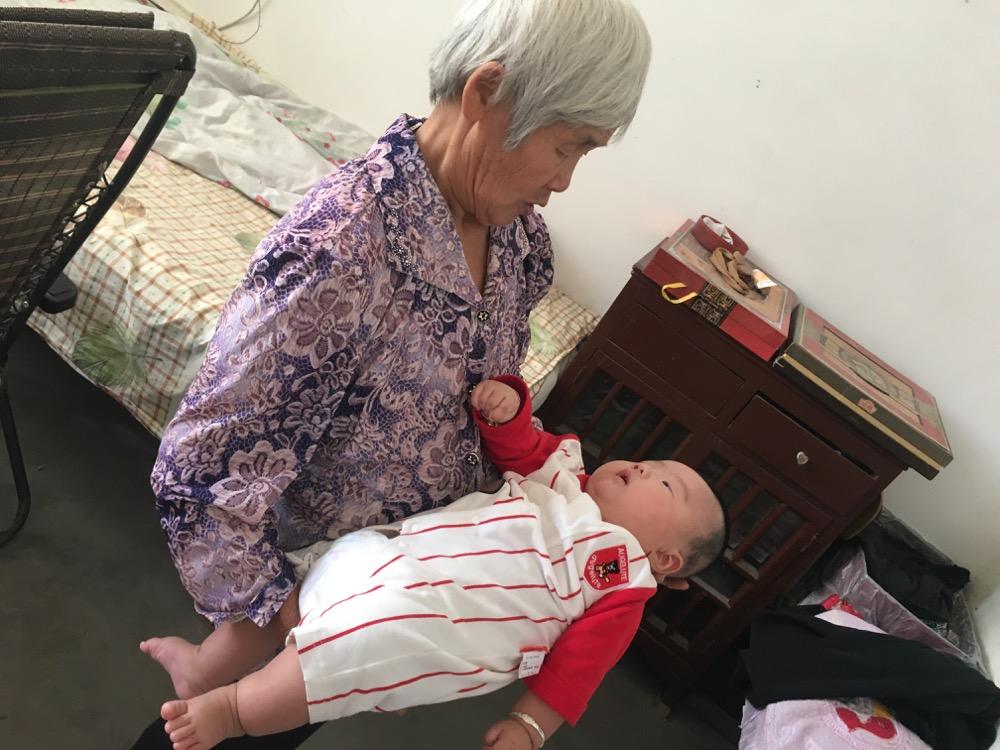 奶奶和小外甥
