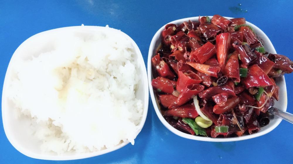 和宝宝一起吃的水煮肉片,这是从里面捞出来的辣椒