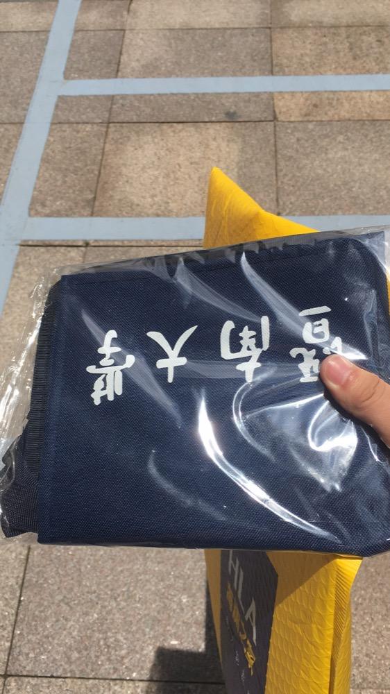 给笑笑同学买的暨大小包包还有去取笑笑给我买的衣服